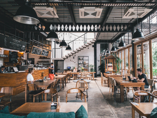 salle-de-restaurant-vide